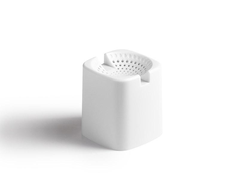 tone plasticni bluetooth zvucnik beli makart